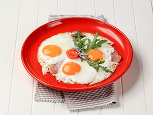 Fried eggs with slices of bacon - sunny side upの写真素材 [FYI00646170]