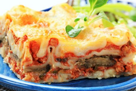 Portion of lasagneの写真素材 [FYI00646178]