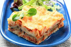 Portion of lasagneの写真素材 [FYI00646180]