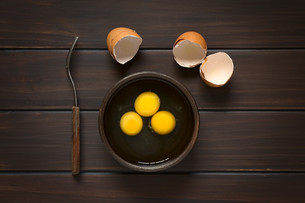 Raw Eggsの写真素材 [FYI00646311]
