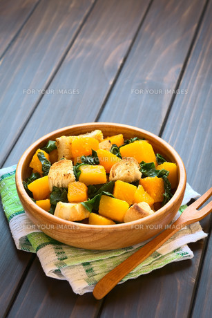 Pumpkin and Chard Salad with Croutonsの写真素材 [FYI00646384]