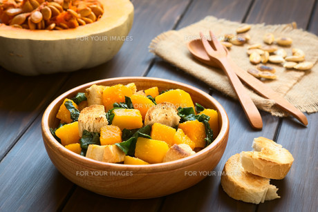 Pumpkin and Chard Salad with Croutonsの写真素材 [FYI00646386]