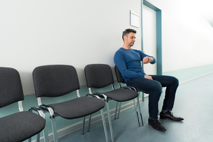Man Checking Time In Hospitalの写真素材 [FYI00646447]