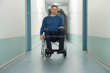 Portrait Of A Disabled Manの写真素材 [FYI00646461]