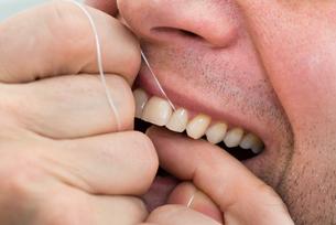 Man Flossing Teethの写真素材 [FYI00646485]