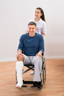 Doctor With Disabled Patient On Wheelchairの写真素材 [FYI00646505]