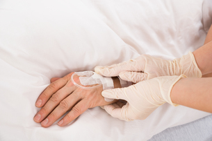 Iv Drip In Patient's Handの素材 [FYI00646553]