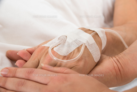 Iv Drip In Patient's Handの素材 [FYI00646558]
