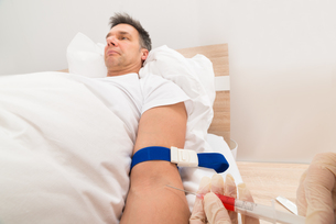 Doctor Taking Blood Samples Of Patientの写真素材 [FYI00646574]
