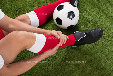 Injured Soccer Playerの写真素材 [FYI00646597]