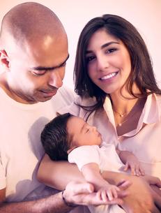 Happy young familyの写真素材 [FYI00646614]