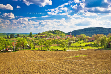 Idyllic Prigorje mountain village of Apatovecの写真素材 [FYI00646652]