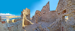 Old fortress ruins on Pag islandの写真素材 [FYI00646657]