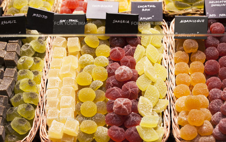Various jelly candies at the marketの写真素材 [FYI00646661]