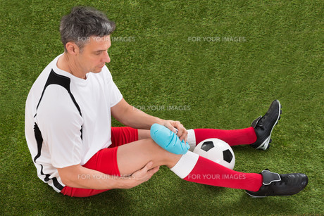 Player Icing Knee With Ice Packの写真素材 [FYI00646683]
