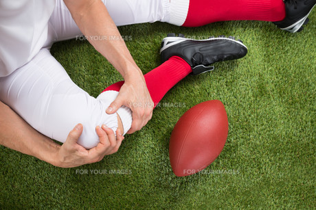 American Football Player With Injury In Legの写真素材 [FYI00646688]