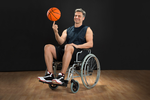 Disabled Basketball Player Spinning Ballの写真素材 [FYI00646690]