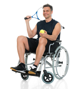 Disabled Man Holding Racket And Ballの写真素材 [FYI00646702]
