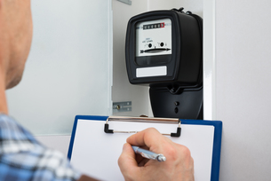 Technician Taking Reading Of Electric Meterの写真素材 [FYI00646762]