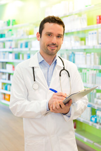 Attractive pharmacist taking notes at workの素材 [FYI00646897]