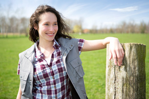 Portrait of a young attractive farmer in fieldsの写真素材 [FYI00647092]