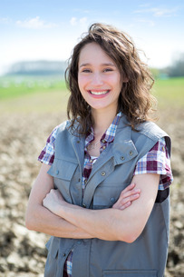 Portrait of a young attractive farmer in fieldsの写真素材 [FYI00647097]