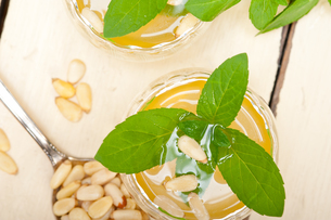 Arab traditional mint and pine nuts teaの写真素材 [FYI00647230]