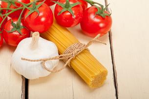 Italian basic pasta ingredientsの写真素材 [FYI00647235]