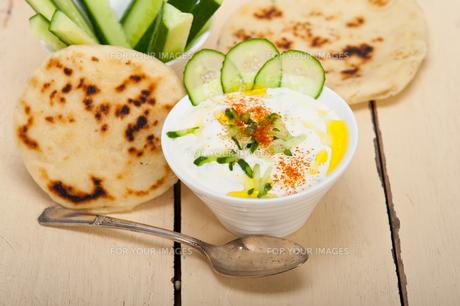 Arab middle east goat yogurt and cucumber saladの写真素材 [FYI00647236]
