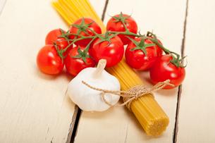 Italian basic pasta ingredientsの写真素材 [FYI00647239]