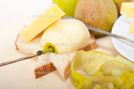 fresh pears and cheeseの写真素材 [FYI00647254]