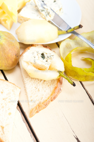 cheese and pearsの写真素材 [FYI00647257]