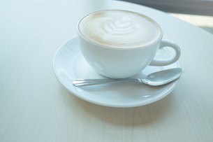 Hot cup of coffee latteの写真素材 [FYI00647258]
