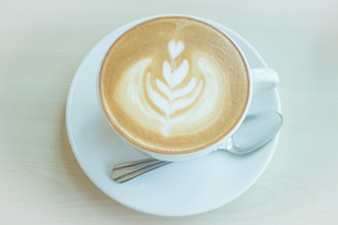 Hot cup of coffee latteの写真素材 [FYI00647259]