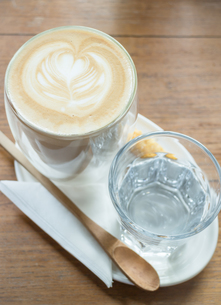 Free pour hot coffee latteの写真素材 [FYI00647260]