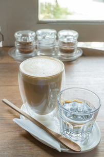 Free pour hot coffee latteの写真素材 [FYI00647262]