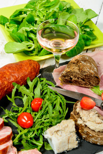 charcuterie plate with  glass of wineの写真素材 [FYI00647280]