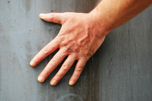 Male Hand Against Grey Backgroundの写真素材 [FYI00647294]