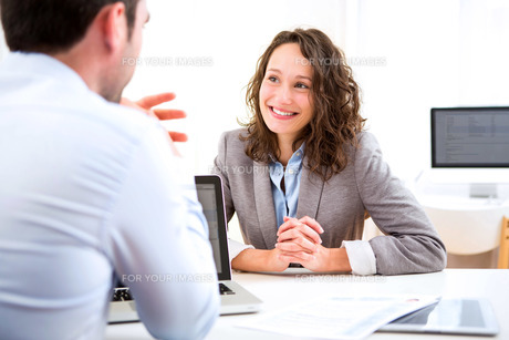 Young attractive woman during job interviewの写真素材 [FYI00647302]