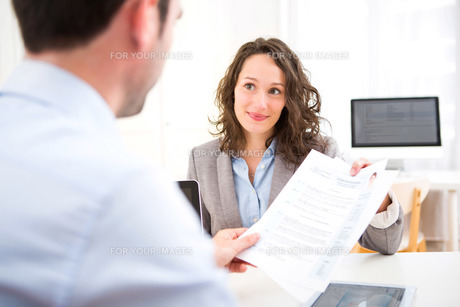 Young attractive woman during job interviewの写真素材 [FYI00647336]