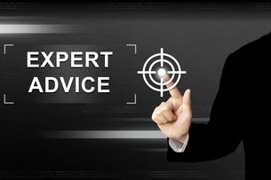 business hand pushing expert advice button on touch screenの写真素材 [FYI00647521]