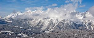 the alps in seefeld tirol in austria in winterの写真素材 [FYI00647524]