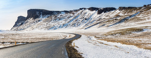 Road Winter Mountain Icelandの写真素材 [FYI00647558]