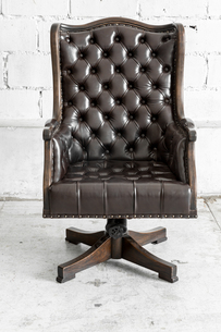 Black Chair in vintage roomの写真素材 [FYI00647559]