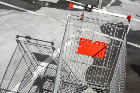 Empty shopping trolleyの写真素材 [FYI00647629]