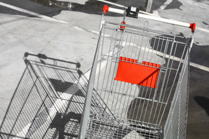 Empty shopping trolleyの写真素材 [FYI00647629]