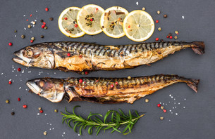 Baked Mackerel Fish with Herbs and Lemon on Stoneの写真素材 [FYI00647664]