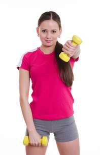 Sportswoman raised her left arm with a dumbbellの写真素材 [FYI00647672]