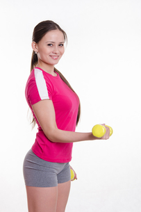 Sportswoman with dumbbells workout performsの写真素材 [FYI00647675]