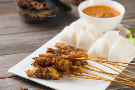 chicken satay popular asian dishの写真素材 [FYI00647745]